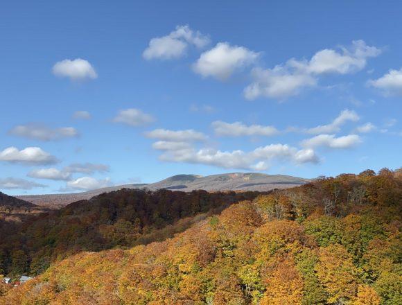 湯浜峠付近からアイフォン11プロで撮影の栗駒山の風景