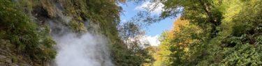 小安峡の秋の紅葉の写真